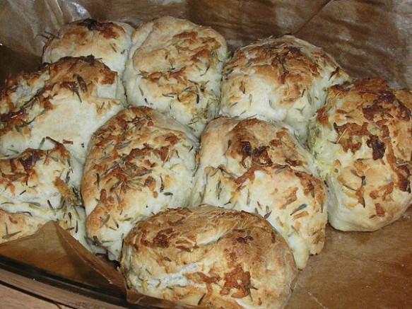 Garlic-Thyme-Pull-Apart-Bread